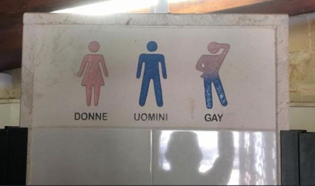 Organizaci n lgbt condena cartel en el ba o con s mbolo - Banos publicos gay ...
