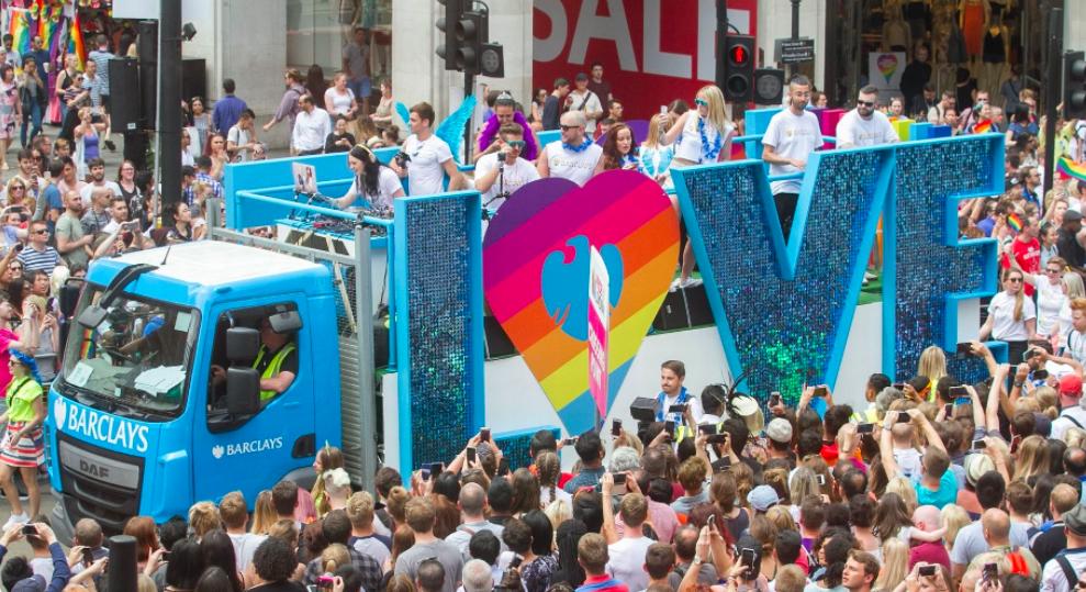Reino unido reporta un mayor n mero de miembros de la for Lesbianas en la oficina
