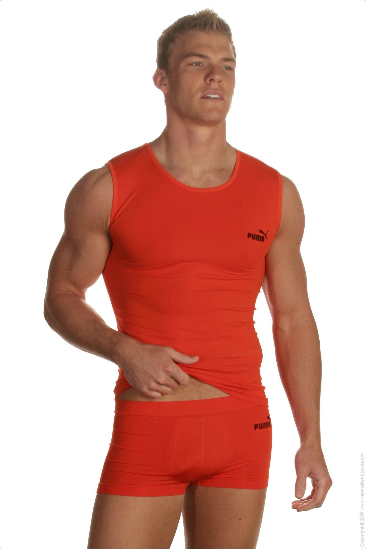 Alan ritchson y sus inicios como modelo de ropa interior for Franquicias de ropa interior